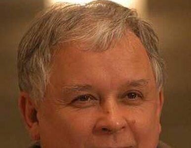 Lech Kaczyński kupuje bilety lotnicze Tuskowi