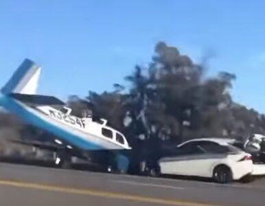 Samolot lądował awaryjnie na ulicy. Uderzył wprost w nadjeżdżający samochód