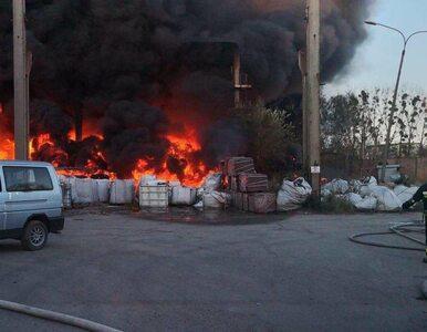 Bytom. Pożar w fabryce ceramiki. Z ogniem walczy 14 zastępów straży