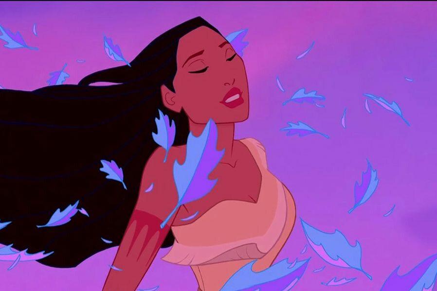 """Filmowa """"Pocahontas"""" głosem Edyty Górniak śpiewa:  I mądry jesteś tak,  Że aż słów podziwu brak,  Dlaczego – powiedz mi – tak..."""