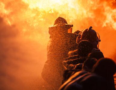 Płonie hala na warszawskim Żeraniu. Ewakuowano ponad 100 osób
