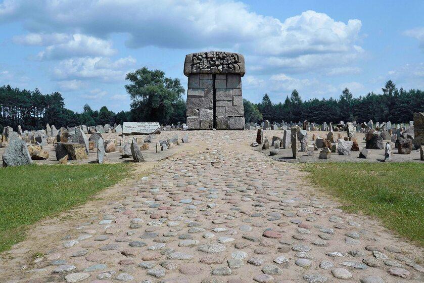 Centralna część pomnika Ofiar Obozu Zagłady w Treblince
