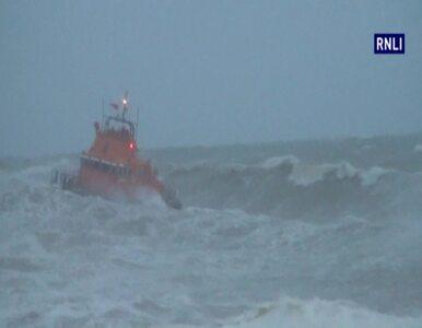 Huragan w Wielkiej Brytanii: fale porwały 14-latka z plaży