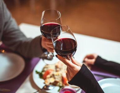 Tanie wino też może smakować dobrze! Wystarczy... podnieść jego cenę