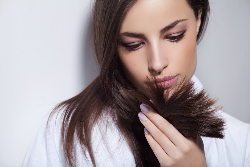 Osłabione włosy – jak poradzić sobie z tym problemem?