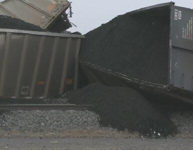Wykoleił się pociąg z transportem węgla. Tory uszkodzone na długości 0,5 km