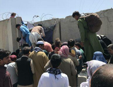 Panika przy bramkach na lotnisku w Kabulu. Wzrasta liczba rannych