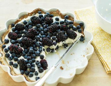 Tarta z borówkami poleca się na weekendowy deser. Sprawdź przepis