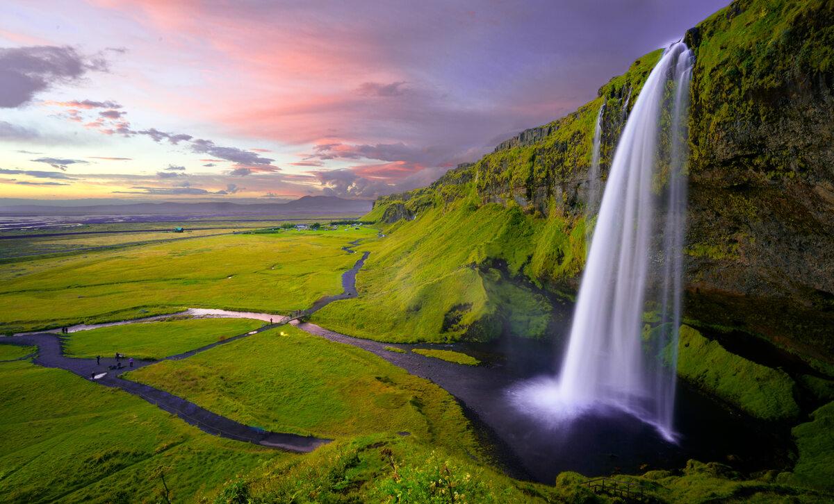 Islandia Idyllic landscape with a waterfall