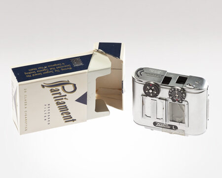 Aparat ukryty w paczce papierosów (fot.CIA)