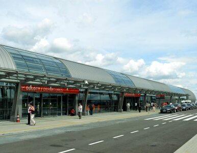Tłok na lotnisku w Modlinie - pasażerowie nie wsiedli do samolotu