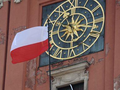 """Pawłowicz zniesmaczona ekspozycją flagi RP. """"Równie niegodne, jak orzeł..."""