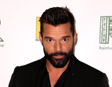 """Ricky Martin na okładce z mężem. Tak świętują Miesiąc Dumy. """"Z tym panem..."""