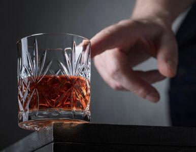 Ten mężczyzna został alkoholikiem podczas domowej izolacji. Dlaczego?