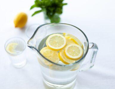 Fenomenalne korzyści picia wody z cytryną. Wystarczy jedna szklanka o...