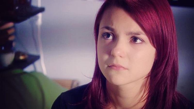 "Kathryn Prescott jako Emily Fitch w serialu ""Skins"""