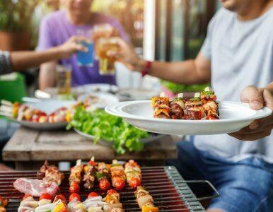 Mięso z grilla plus piwo? Dietetyk: Porcja karkówki to 500 kcal, kawałek...