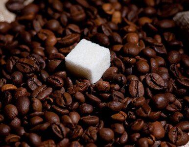 Słodzisz kawę? To może wpływać na wątrobę