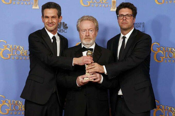 """Ridley Scott iproducenci filmu """"Marsjanin"""" podczas 73. gali wręczenia Złotych Globów"""