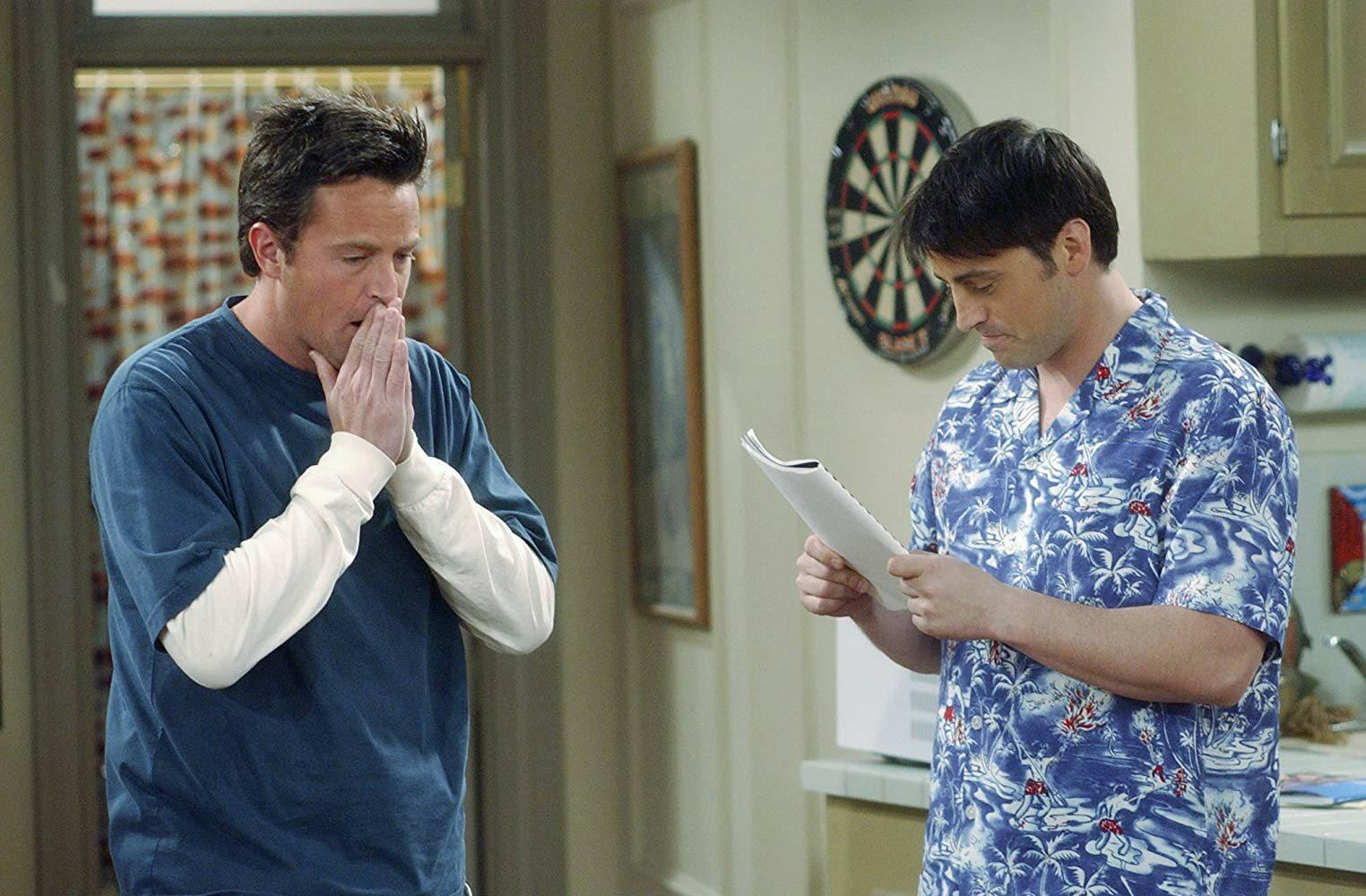 Z kim w serialu Chandler był najczęściej w związku?