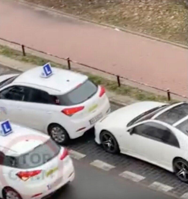 Samochód po kolizji odjechał z jej miejsca prowadzony przez egzaminatora