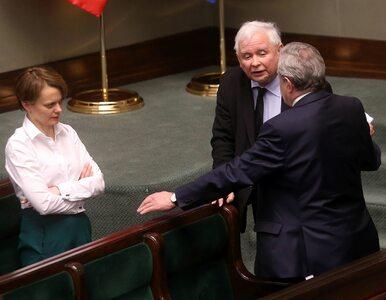 """""""Chamska hołota"""" do opozycji? Minister stała obok Kaczyńskiego, komentuje"""