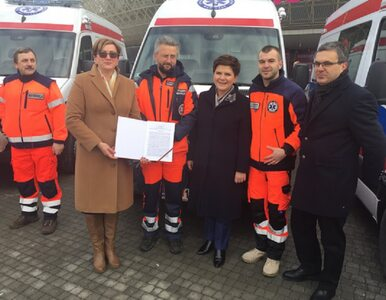 Premier Szydło wzięła udział w uroczystości przekazania karetek...