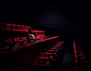 Morawiecki: Galerie handlowe, kina i teatry zamknięte na dłużej