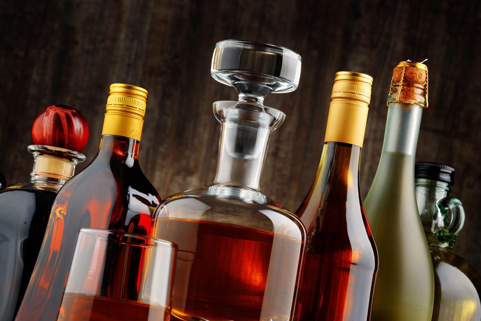 Ponieważ alkohol dezynfekuje, można pić go bez obaw, że uszkodzi zęby.