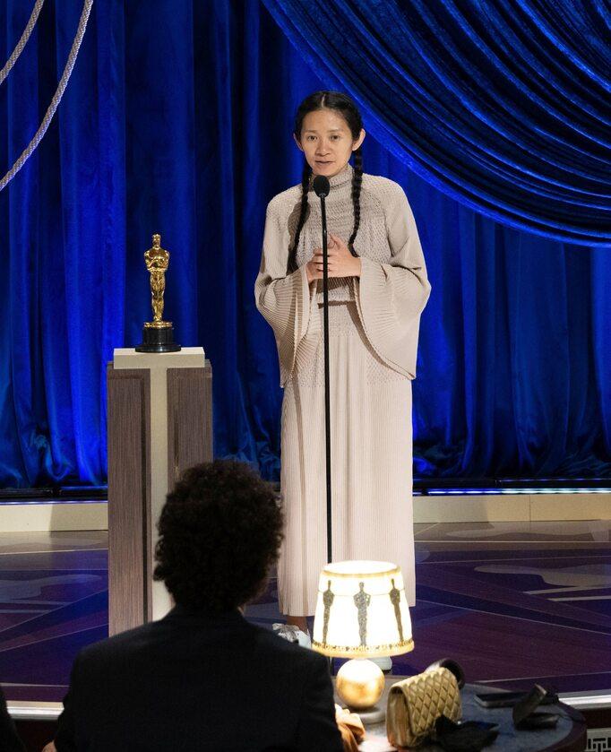 Chloe Zhao podczas ceremonii rozdania Oscarów