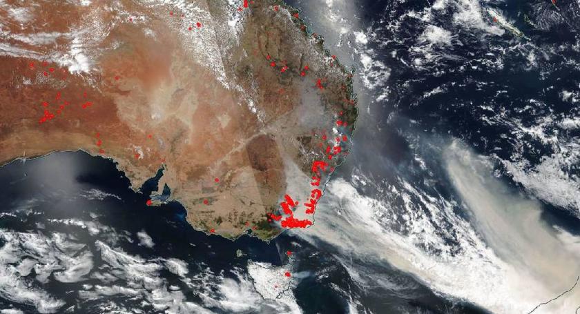 Pożary w Australii. Zdjęcie satelitarne opublikowane przez NASĘ