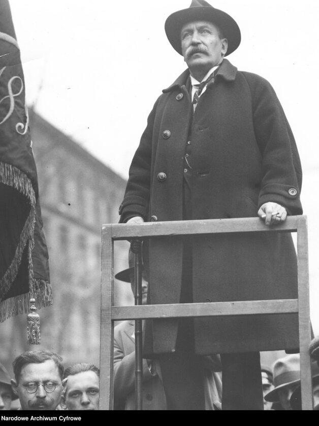 Wiec Polskiej Partii Socjalistycznej w Warszawie podczas obchodów święta 1 Maja (1 V 1931 r.). Przemówienie prezesa warszawskiej rady miejskiej Rajmunda Jaworowskiego