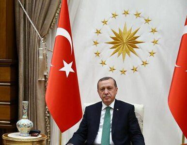 Stan wyjątkowy w Turcji. Erdogan zyskuje większą władzę i ogranicza...