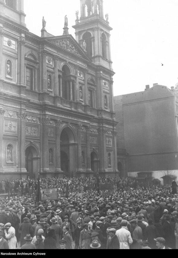Wiec Polskiej Partii Socjalistycznej w Warszawie podczas obchodów święta 1 Maja (1 V 1931 r.)