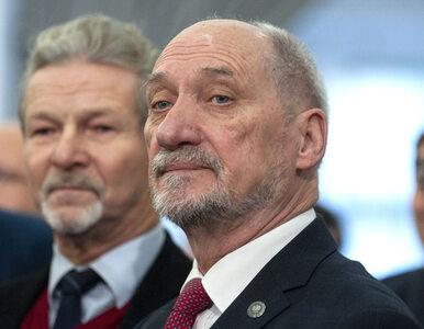 """Macierewicz krytykuje nowe regulacje ws. mszy świętych. """"To uderza w..."""