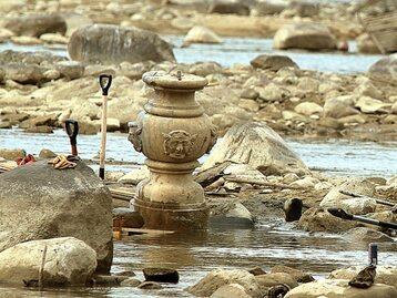 Akcja wydobywania skarbów z dna Wisły