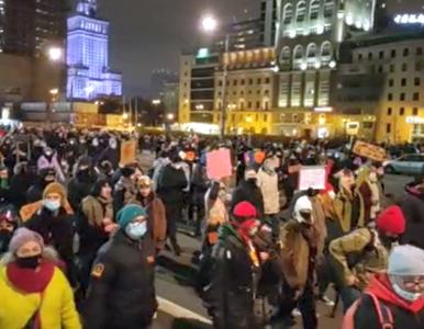 """Protest w Warszawie. Suchanow wyszła z komendy policji. """"Polał się gaz..."""