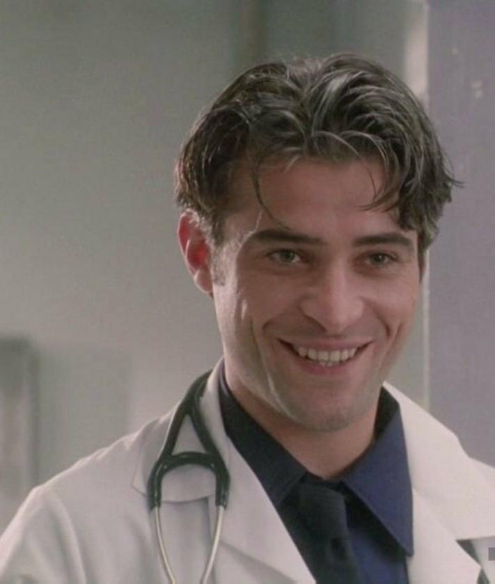 "Goran Visnjic jako Luka Kovac w serialu ""Ostry dyżur"" (1994)"