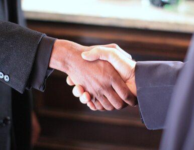 """Siła uścisku dłoni może wskazywać na stan zdrowia? """"Im silniejszy, tym..."""