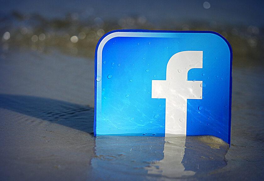 Podtopione logo Facebooka