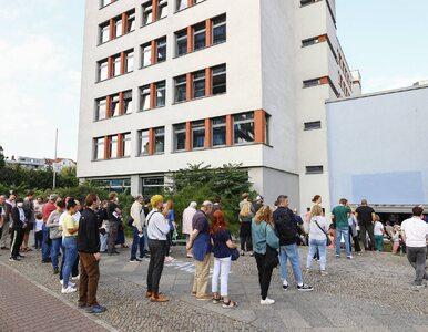 Bomba, kolejki i wpadka kandydata. Niemcy wybierają nowy skład Bundestagu