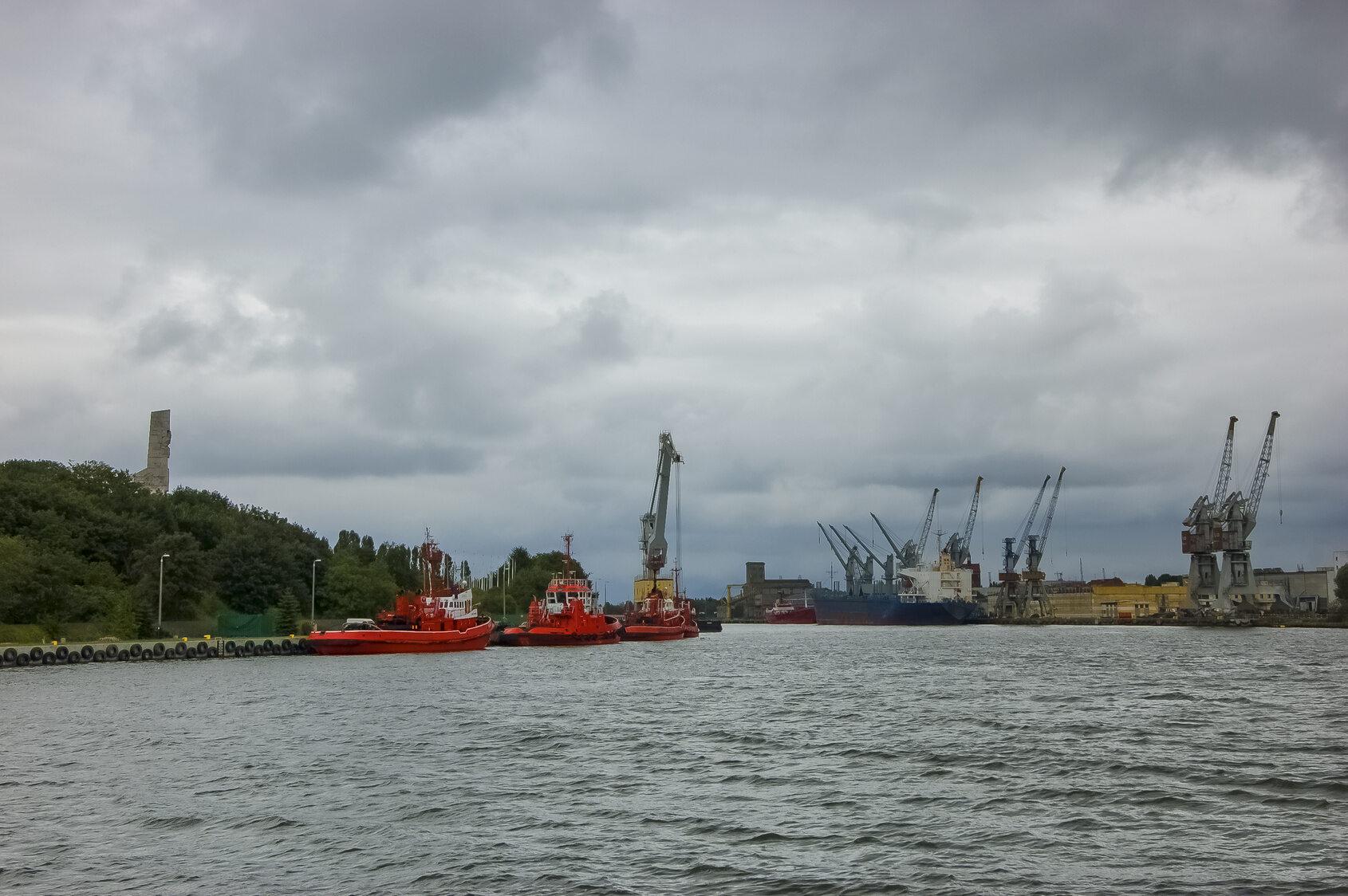 Na zdjęciu widzimy port w: