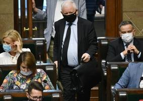 """Jarosław Kaczyński odpowiadana na zarzuty unijnych instytucji. """"Musimy..."""