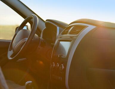 Czym grozi zostawianie butelki z wodą w samochodzie w słoneczny dzień?