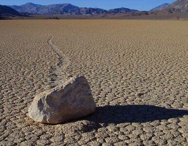 Wędrujące kamienie: Naukowcy rozwiązali 100-letnią tajemnicę