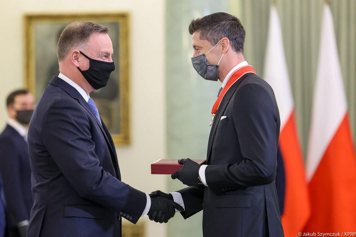 Robert Lewandowski podczas uroczystego odznaczenia Krzyżem Komandorskim Orderu Odrodzenia Polski
