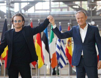 Tusk spotkał się w Brukseli z Bono. Wręczył mu wymowne prezenty