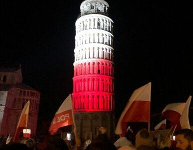 Wyjątkowy widok w Pizie. Krzywa Wieża rozbłysła na biało-czerwono