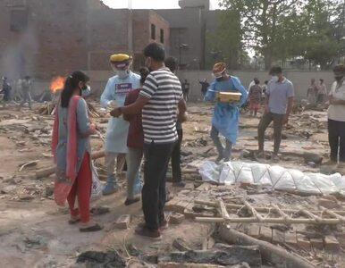 Dzienny rekord zgonów w Indiach. Ciała ofiar COVID-19 palone na masowych...