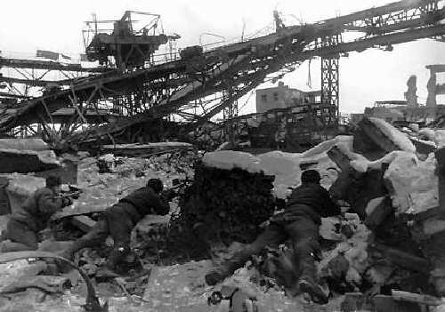 23 sierpnia 1942 – 2 lutego 1943. Bitwa stalingradzka. Jedna z największych   bitew II wojny światowej, zakończona klęską Niemców.(fot. domena publiczna)